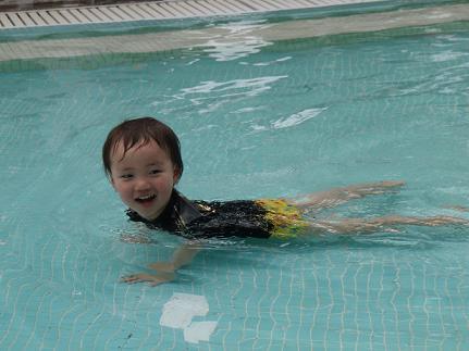 泳ぐ幸希.jpg