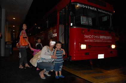 赤のバスと.jpg