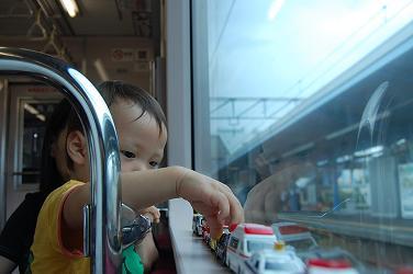 電車でトミカ.jpg